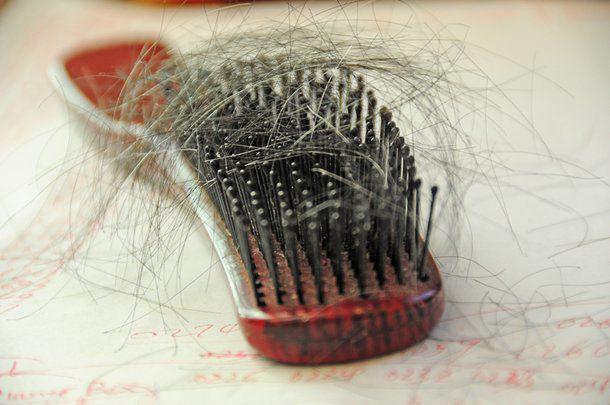 Nadmierne wypadanie włosów – jak sobie z tym radzić?